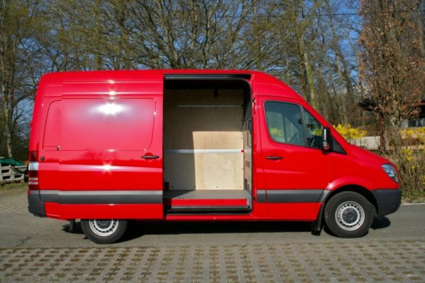Minibus: MERCEDES FOURGON ROUGE 3 PLACES GE 717500 AST/ge